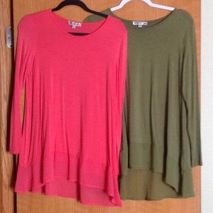 De collection size small tops, both for one price.